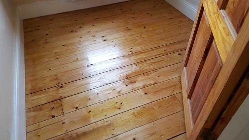 Pine-Bedroom-After-Clear-Varnish